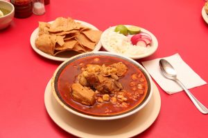 Amarás la comida mexicana después de probar un pozole.