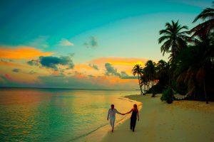 Ve una increíble tarde con tu pareja en tu boda junto a la playa.